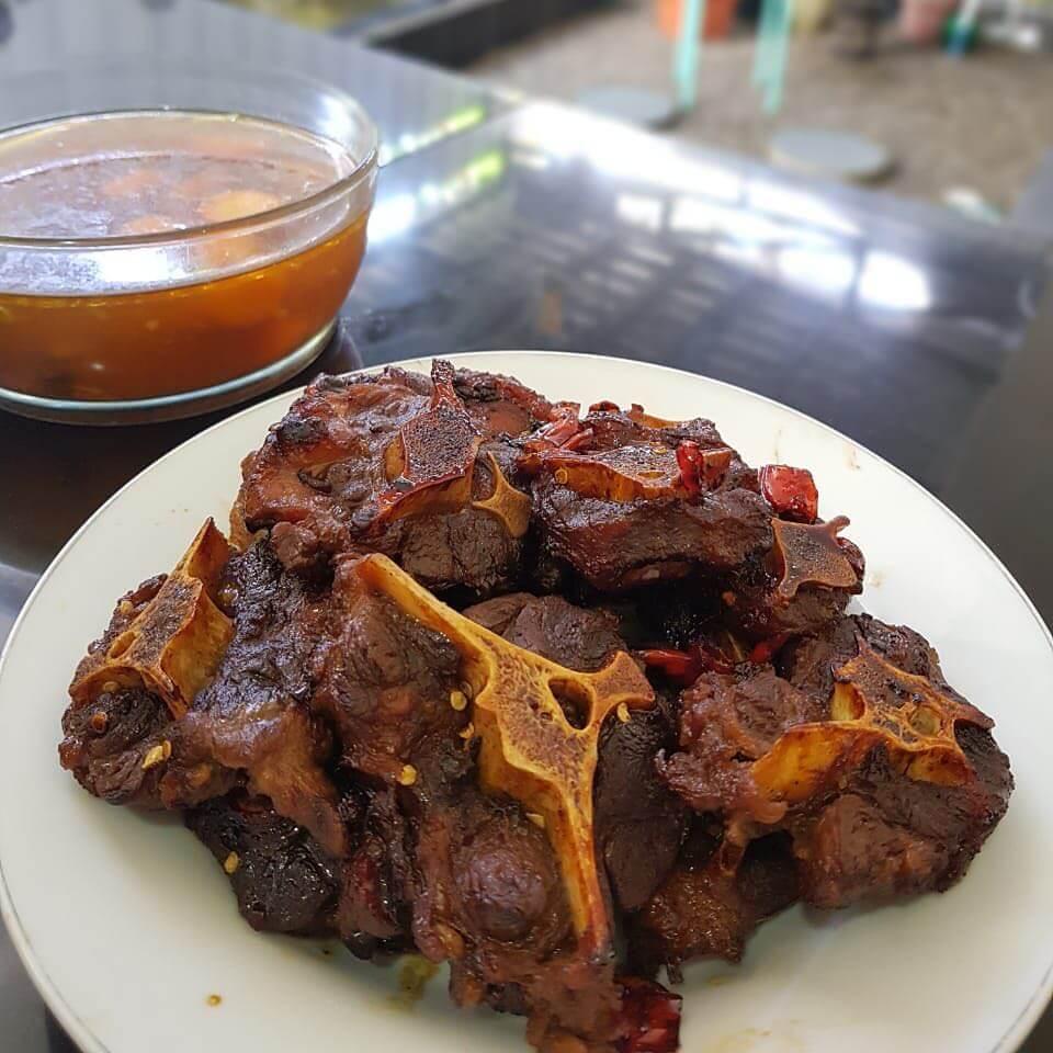kuliner khas jombang sop buntut bakar
