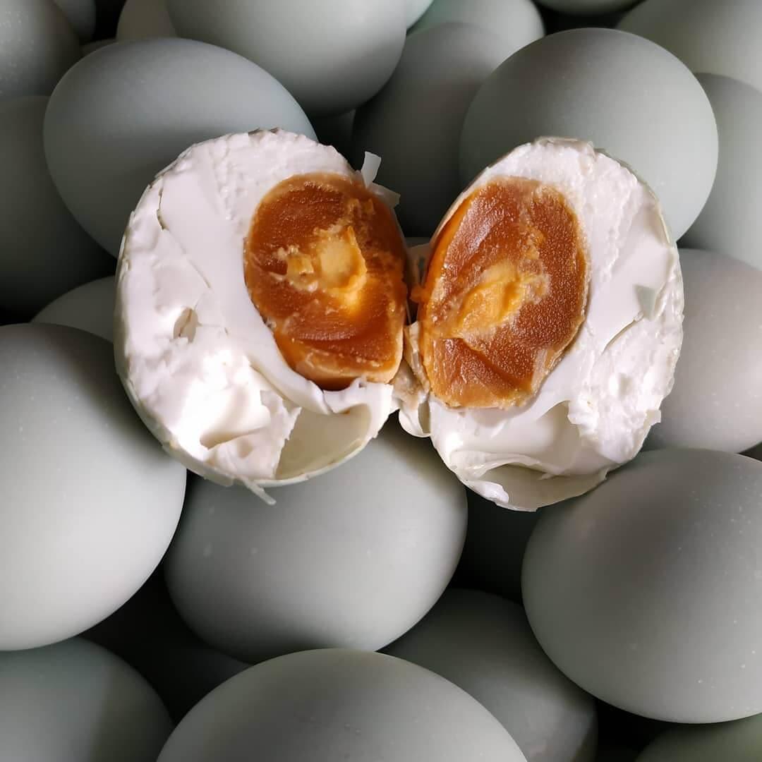 telur asin cemilan khas sidoarjo