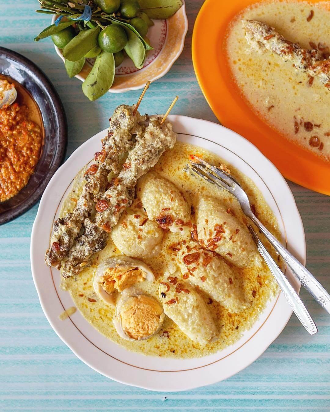 ketupat kandangan kuliner khas banjarmasin